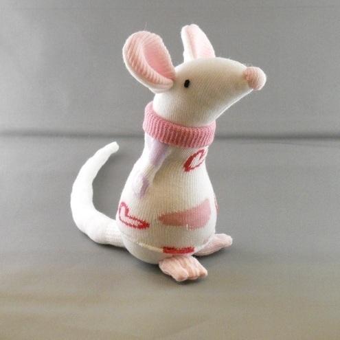 Membuat Boneka Karakter Tikus Dari Kain Velboa